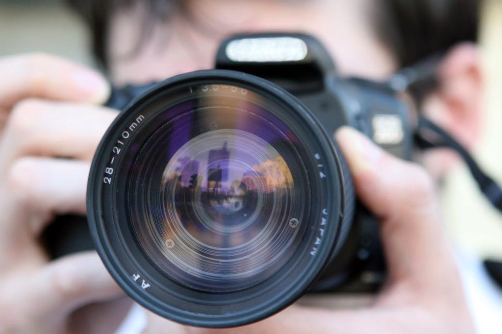 Das richtige Zubehör für Bilder in dunklen Umgebungen mit Smartphone und Digitalkamera